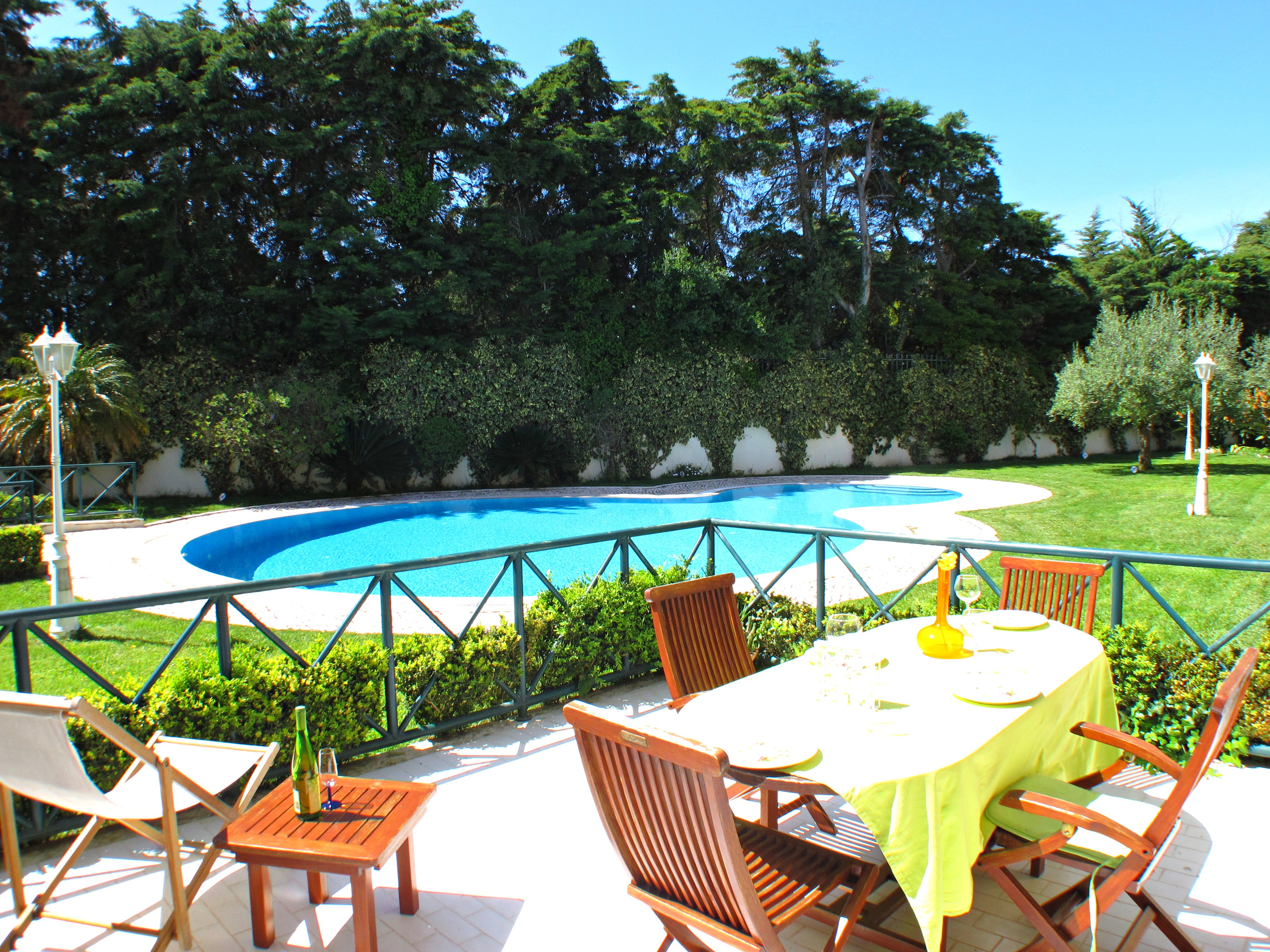Guia Seaside Apartment in Cascais – Lovely condominium with swimming pool