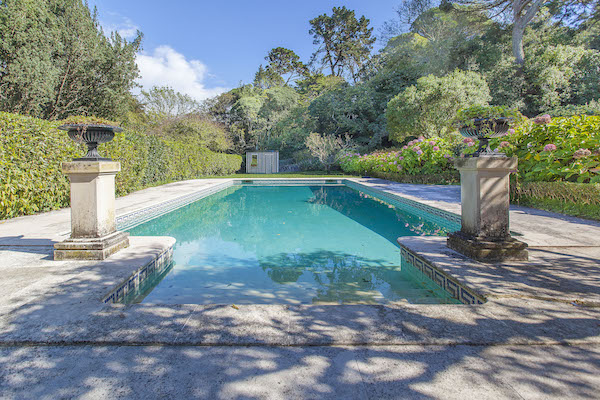 The Lakes Manor – Historic house with private pool and a stunning botanic garden in the centre of Sintra