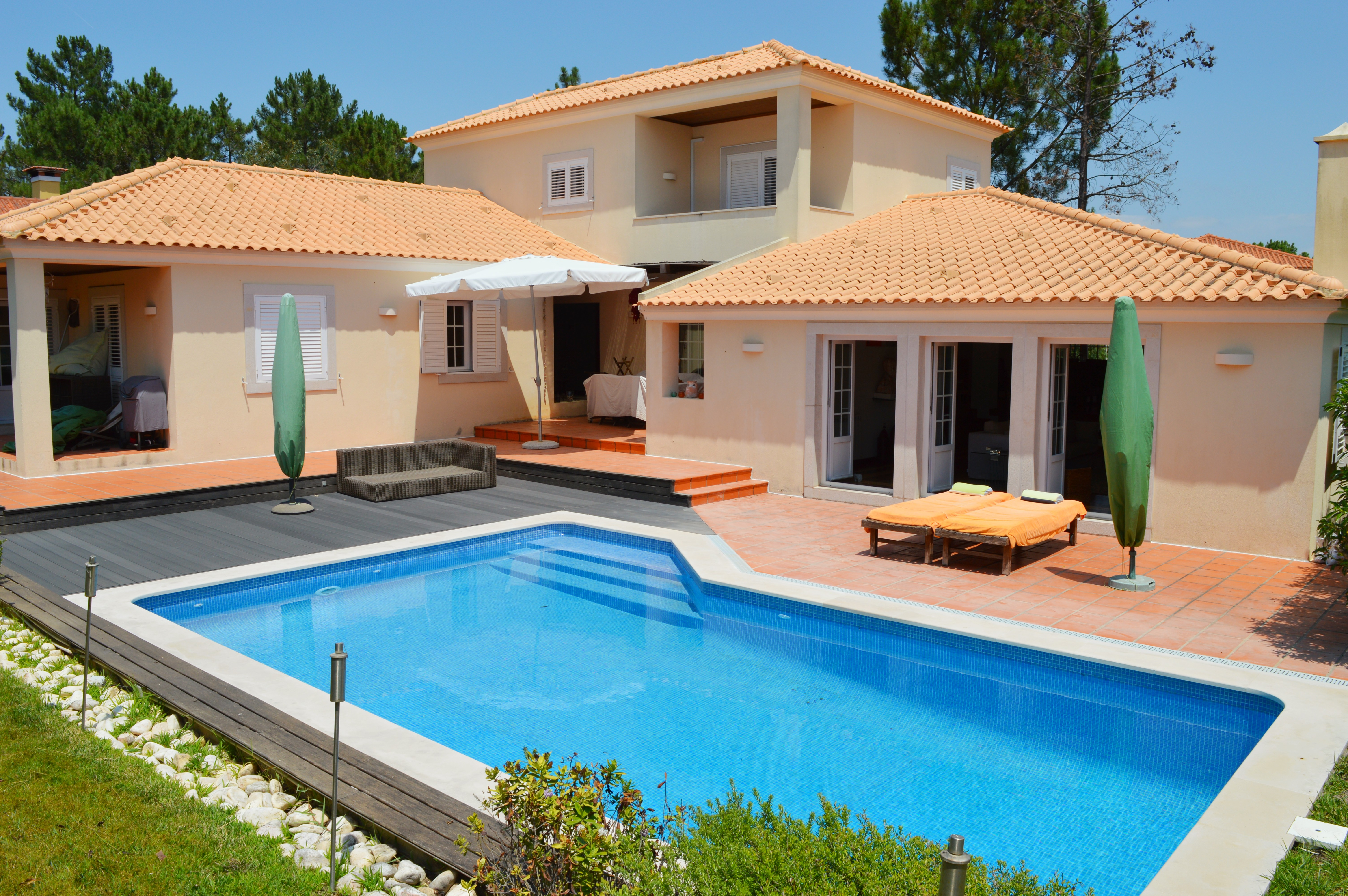 Villa Quinta do Peru – With private swimming pool in golf resort