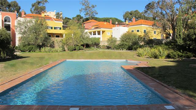 Estoril Garden Apartment – Luxurious all-suite apartment walking distance to the beach