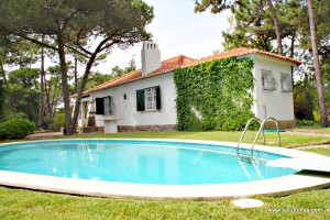 Casal Tiroliro: Villa with private pool in Sintra near Praia Grande beach