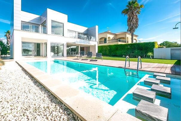 Villa Troia Mar – Luxurious modern villa with private pool walking distance to beach and resort