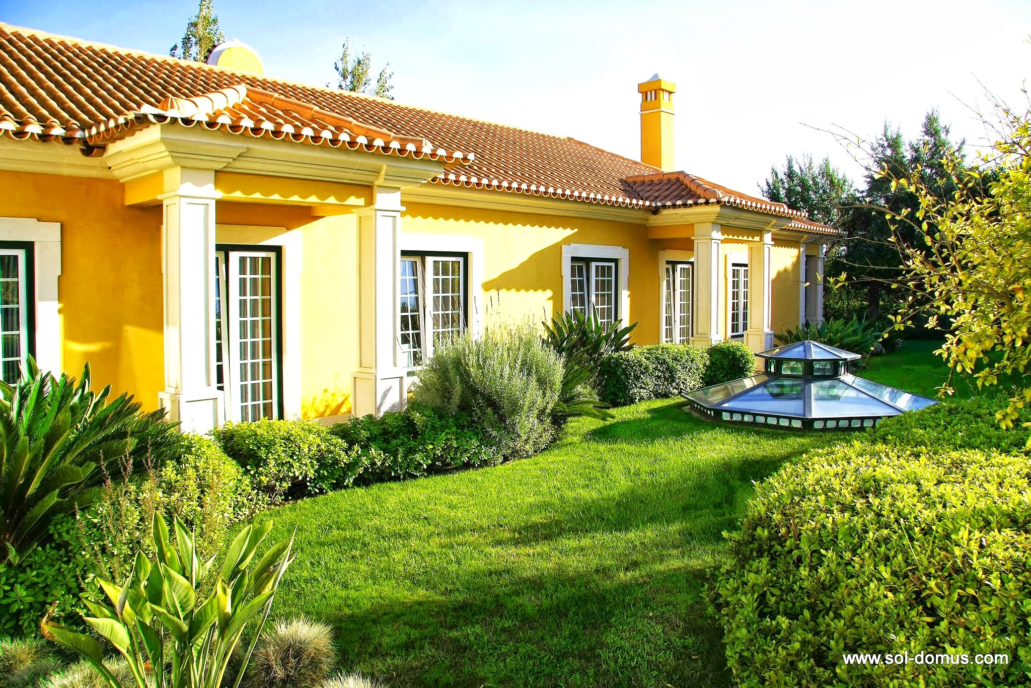 Cascais Glitz Villa – Luxury villa with private heated pool in golf resort near Cascais