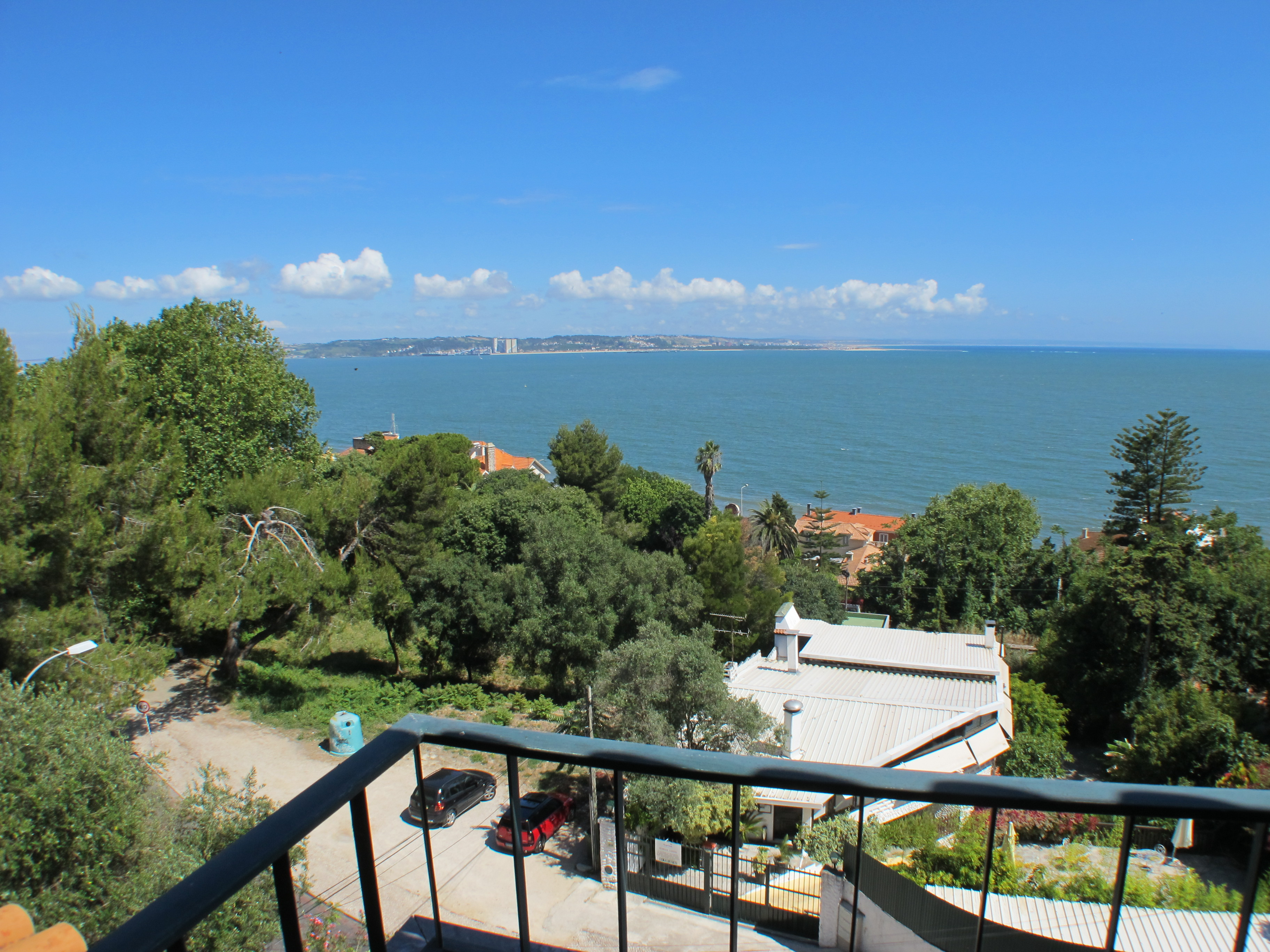 Miramar – with shared pool and sea views, between Lisbon and Cascais