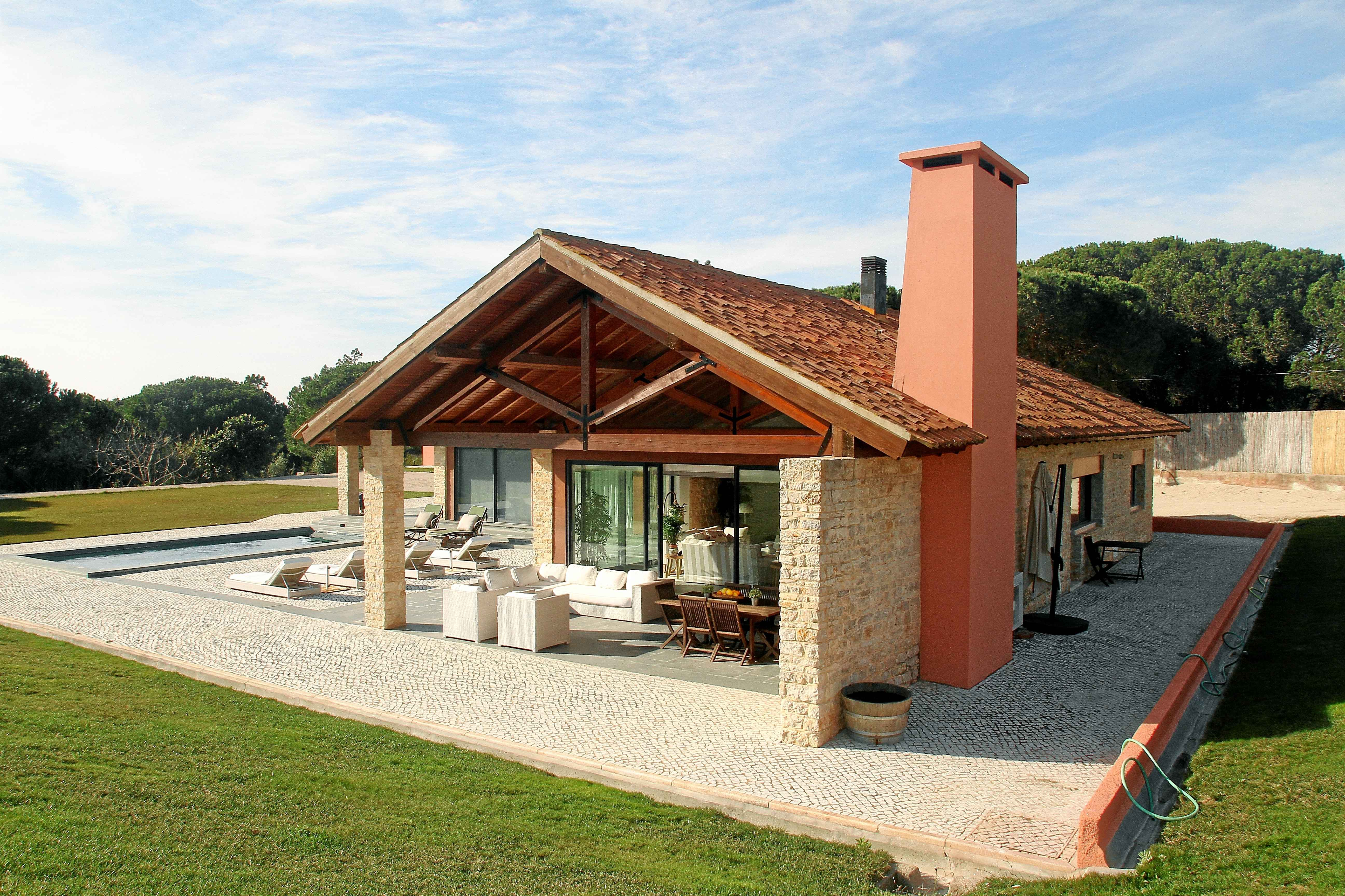 Chalet da Arrabida – Stunning chalet with swimming pool near magnificent beaches